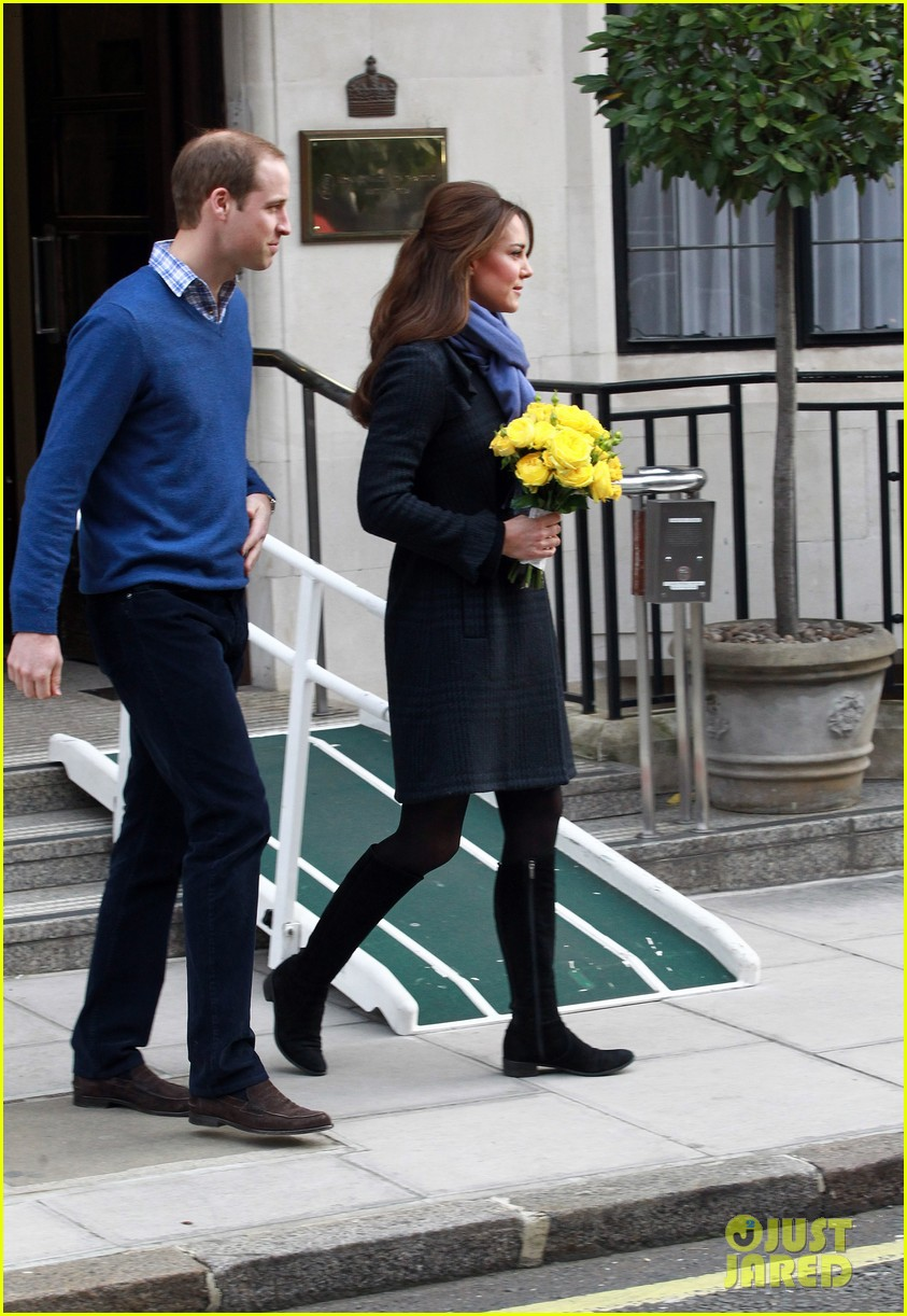 pregnant kate middleton leaves hospital with prince william 01