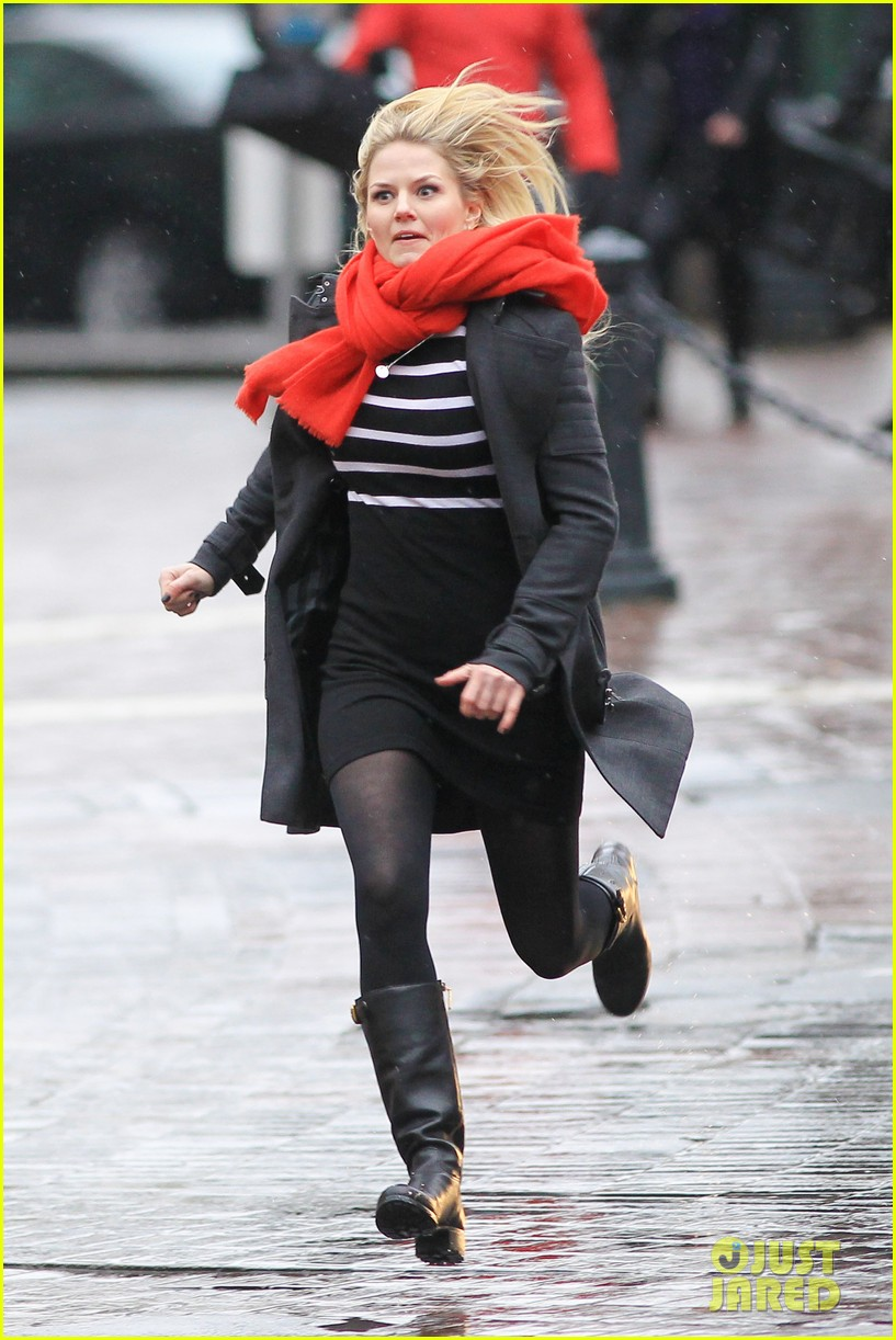 jennifer morrison runs jumps for once upon a time 012775873