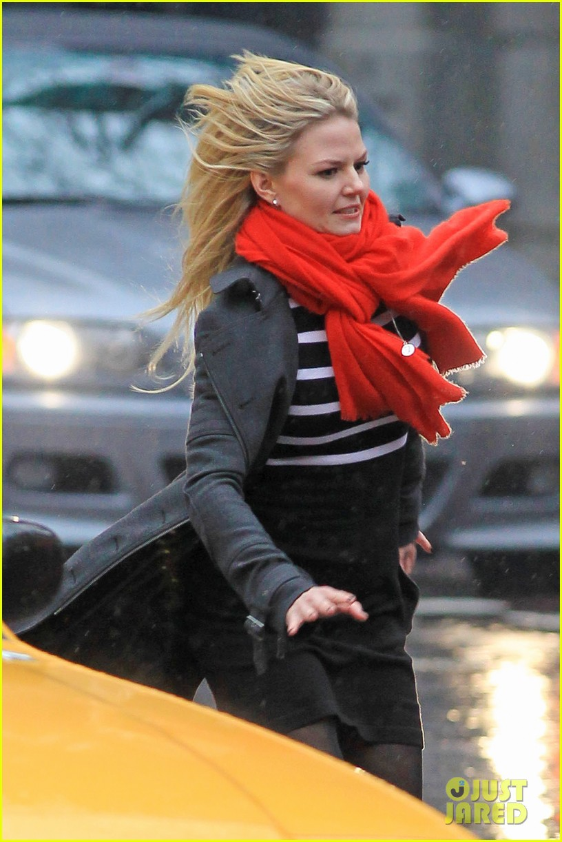 jennifer morrison runs jumps for once upon a time 022775874