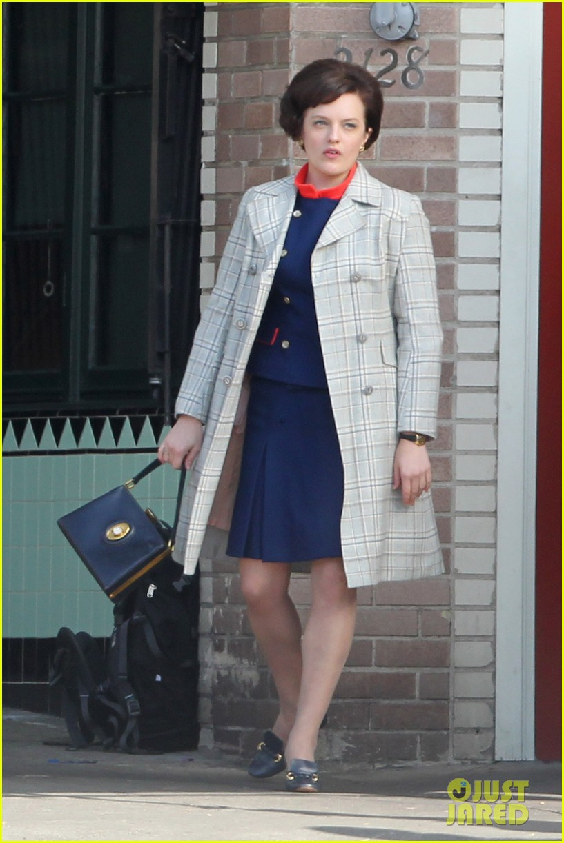 elisabeth moss mad men set with jon hamm 03