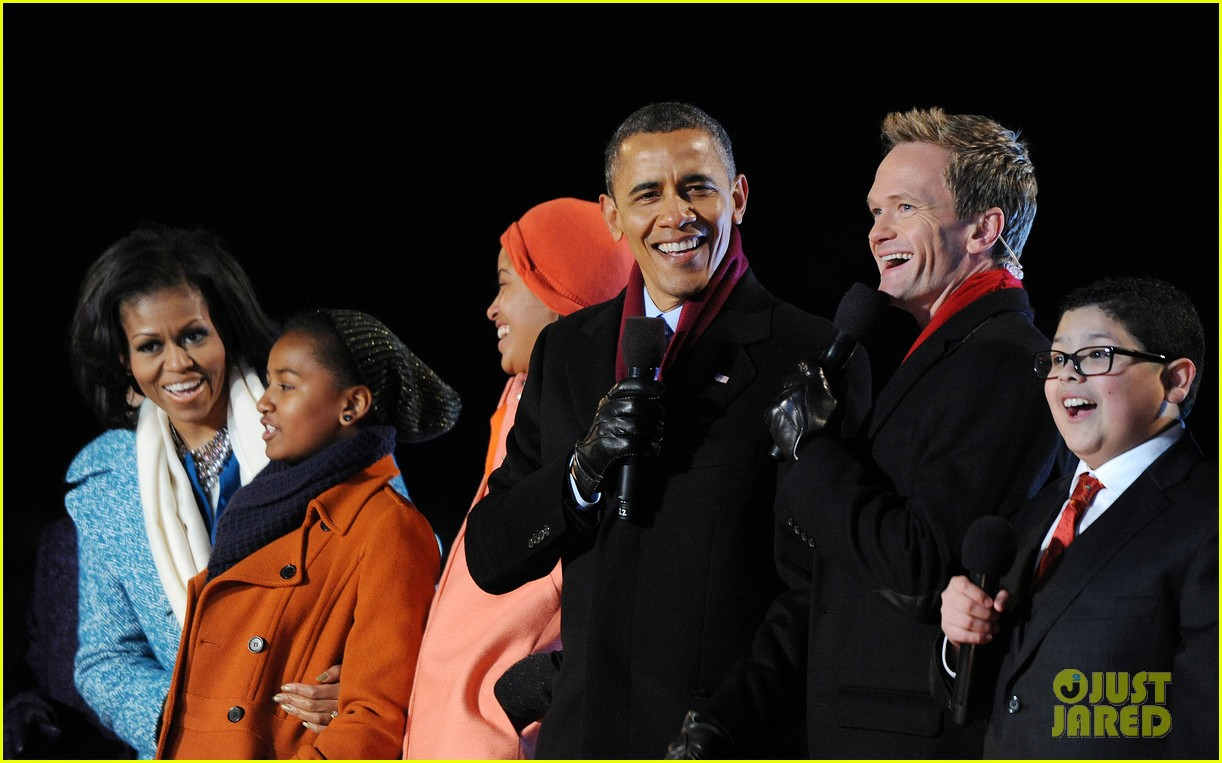 barack obama tree lighting with michelle the girls 152770688