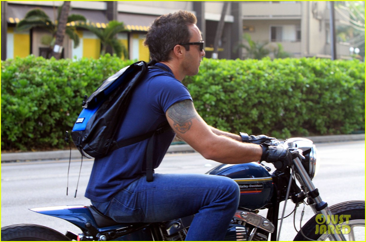 alex oloughlin hawaii feels like australia to me 04