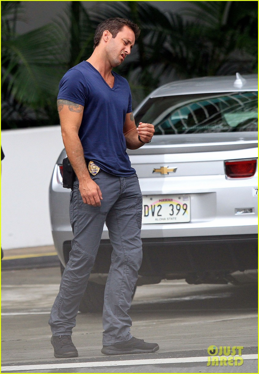 alex oloughlin hawaii feels like australia to me 052770933