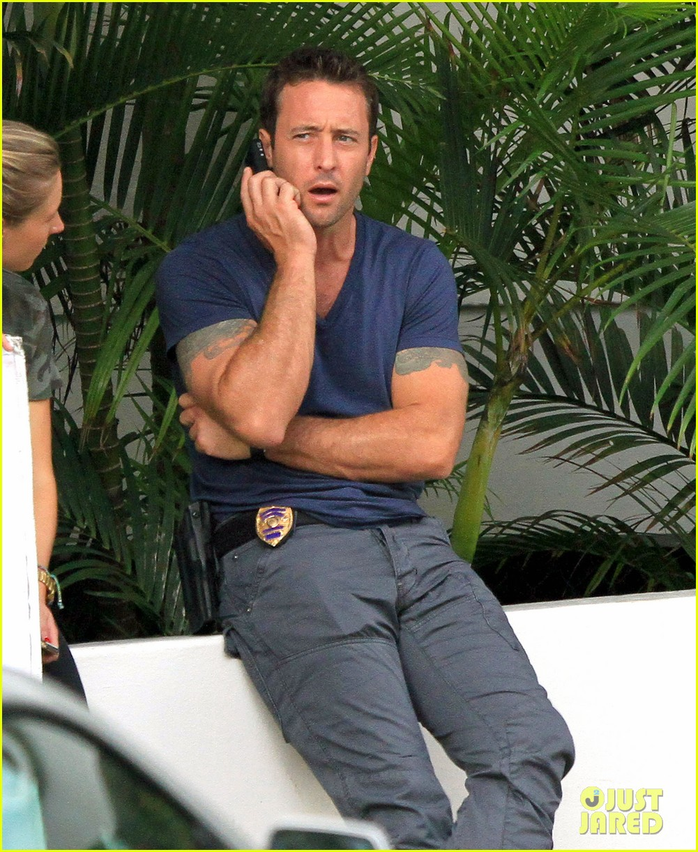 alex oloughlin hawaii feels like australia to me 122770940