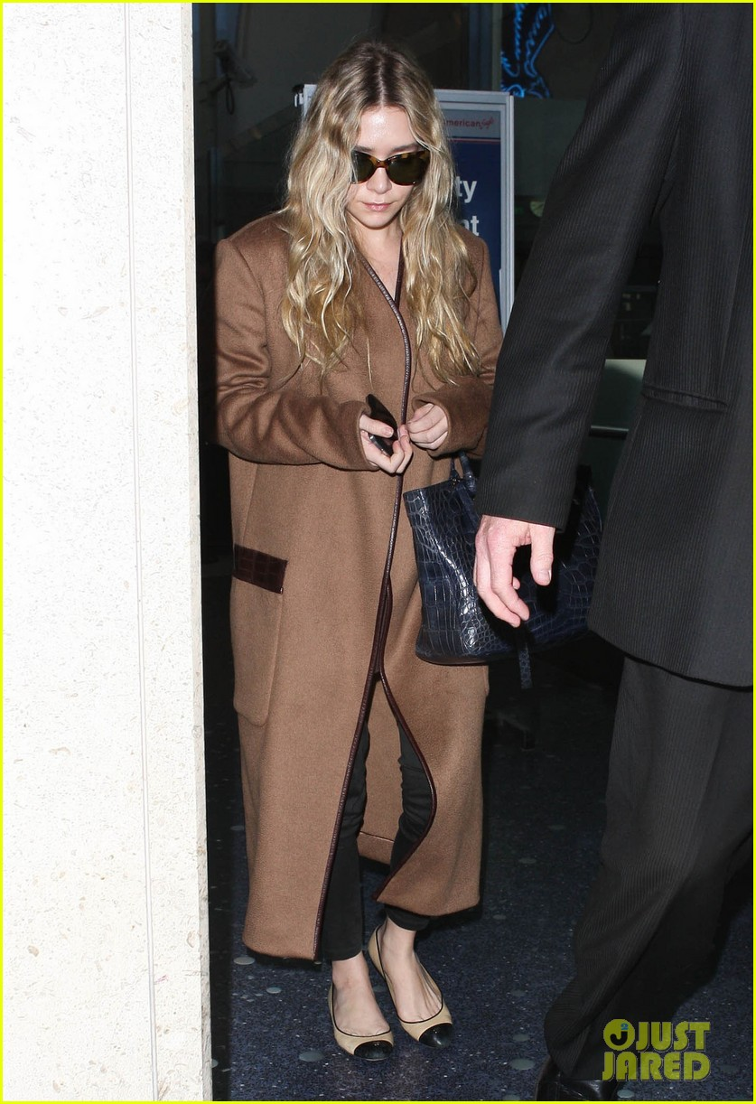 ashley olsen lands at lax after flight trouble 01