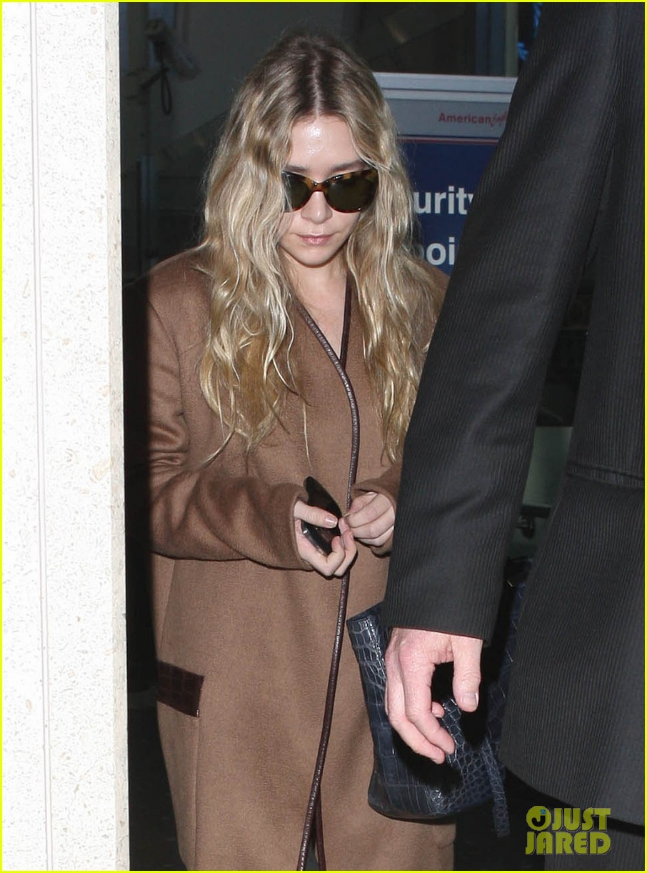 ashley olsen lands at lax after flight trouble 072773727