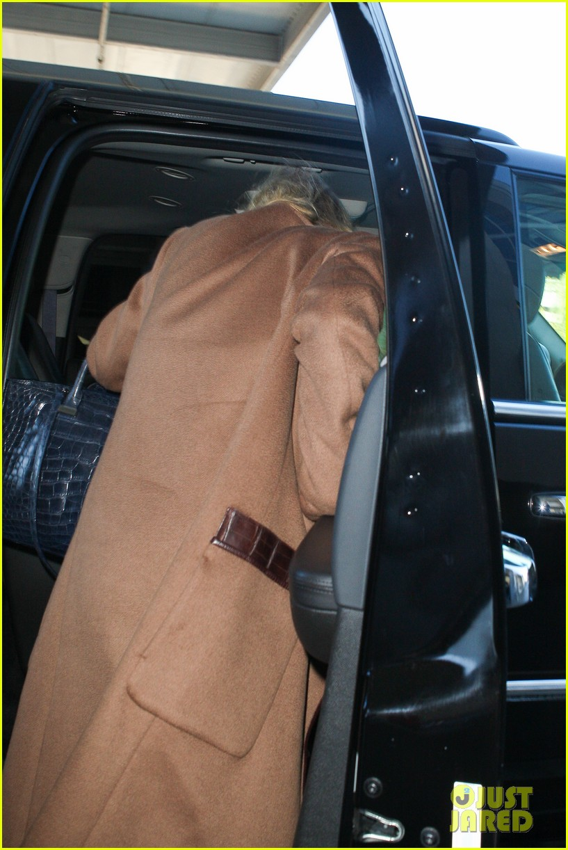 ashley olsen lands at lax after flight trouble 22