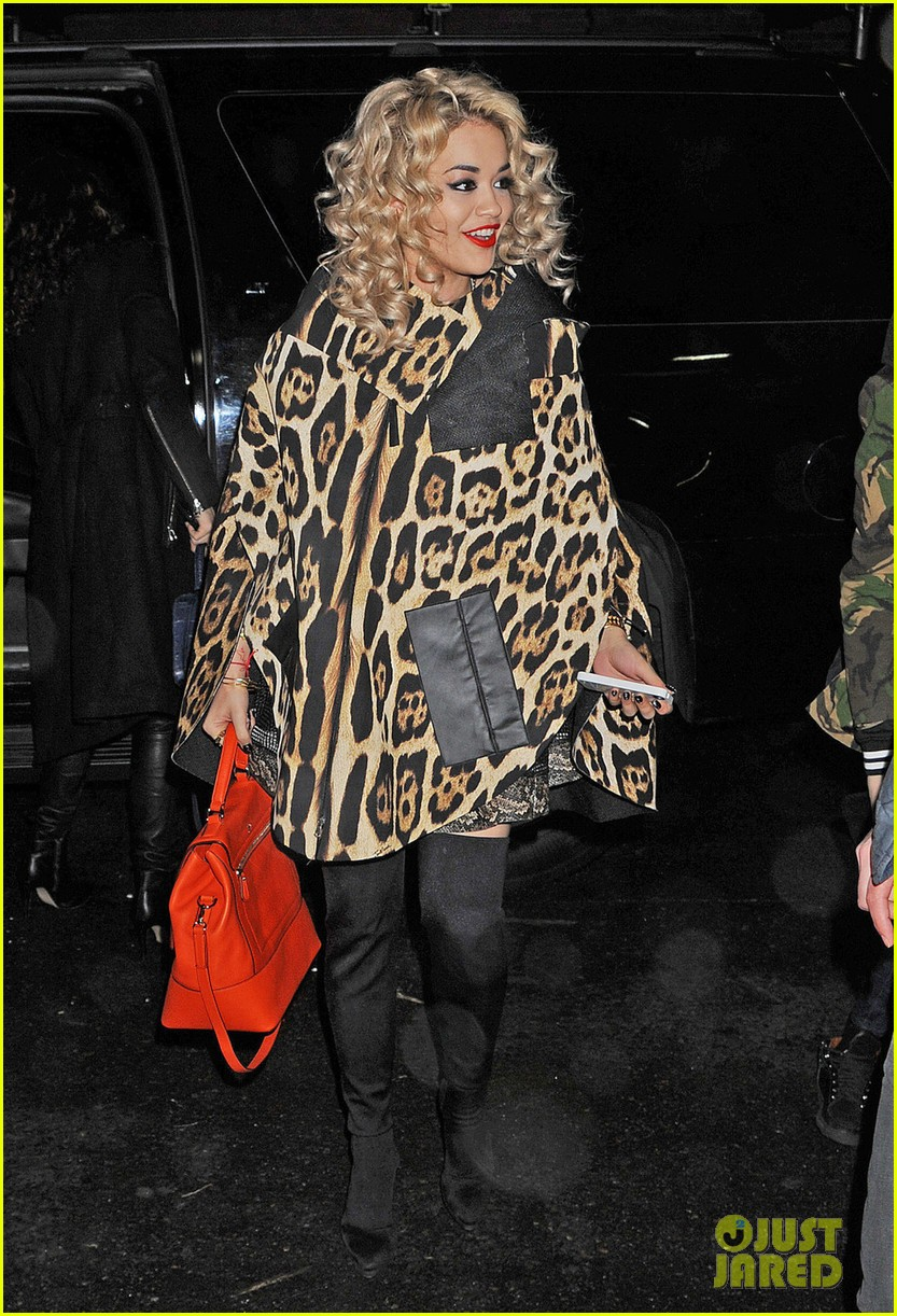 rita ora london for the holidays 012780038