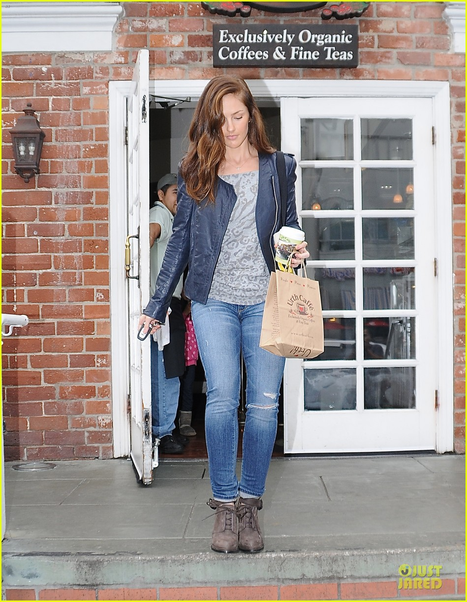 minka kelly organic food stop 01