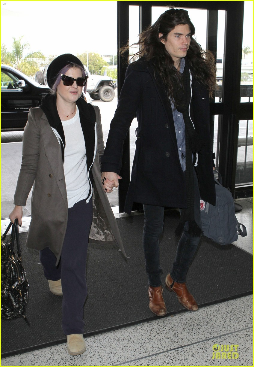 kelly osbourne & matthew mosshart secret xmas holiday trip 02