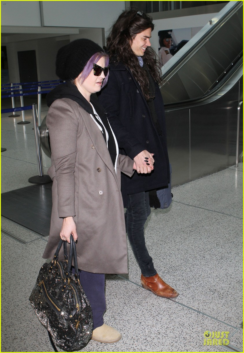 kelly osbourne & matthew mosshart secret xmas holiday trip 04