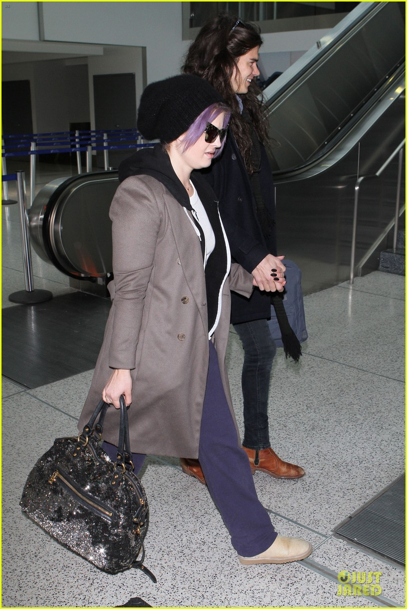 kelly osbourne & matthew mosshart secret xmas holiday trip 05