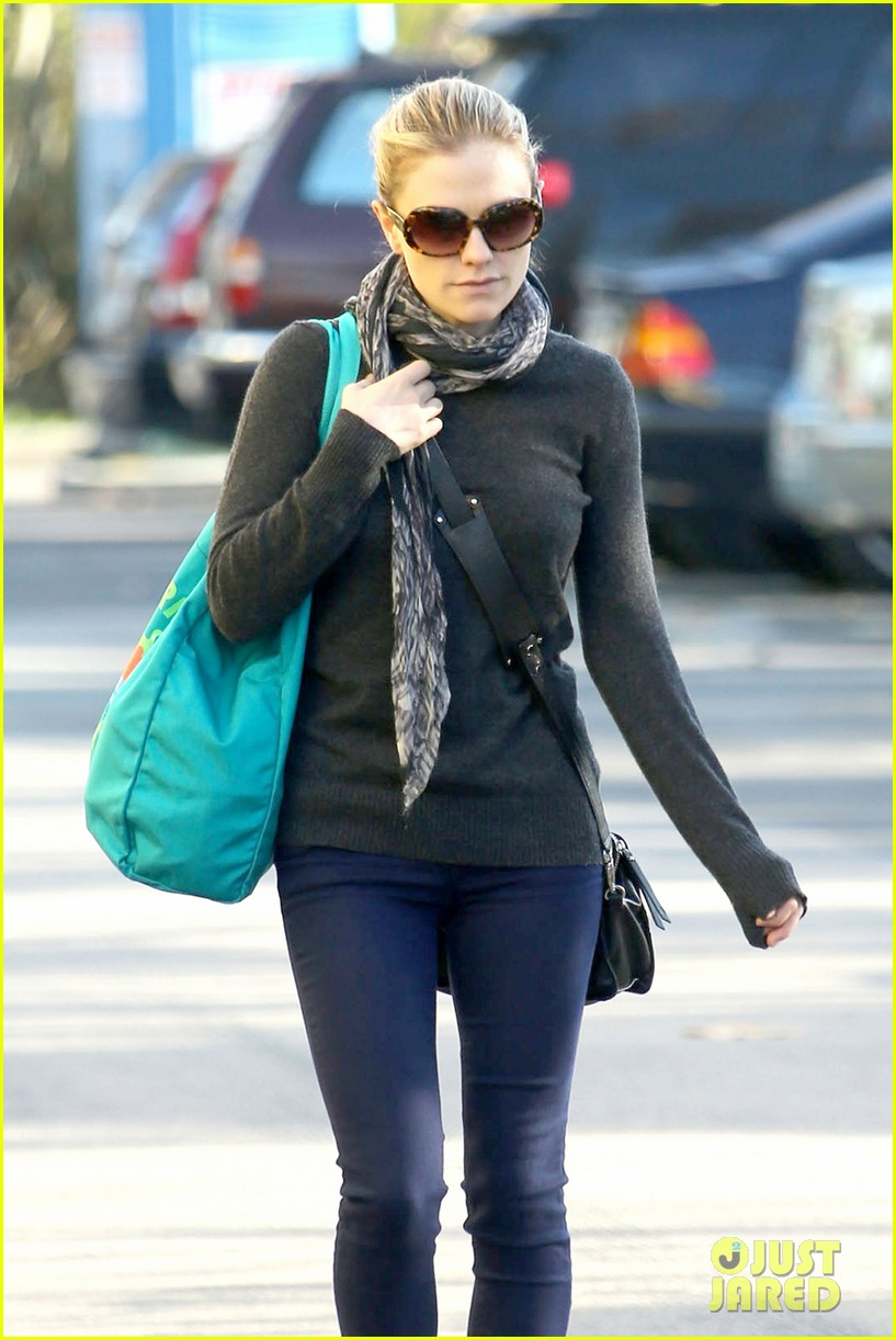 anna paquin farmers market morning 12