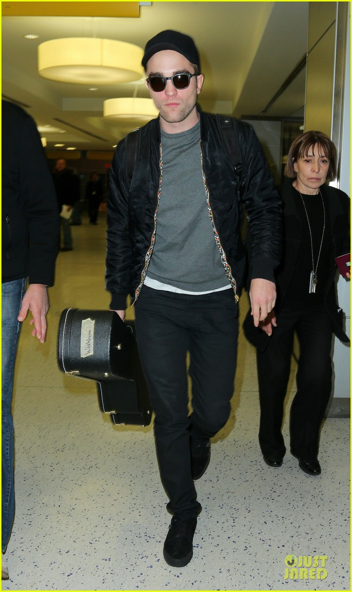 Robert Pattinson Robert Pattinson At The Airport