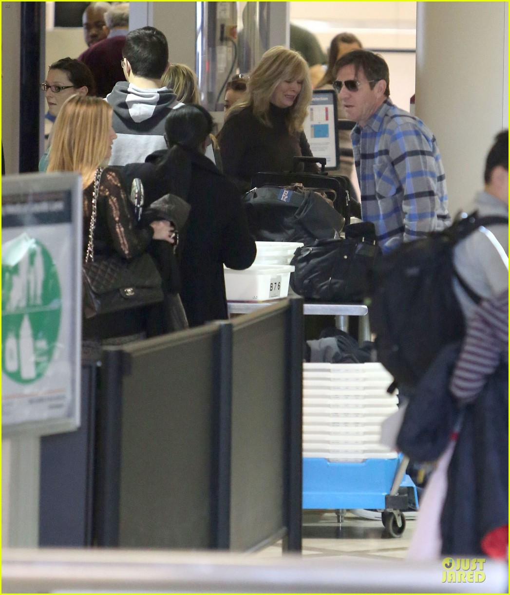 dennis quaid lax departure with a mystery woman 22