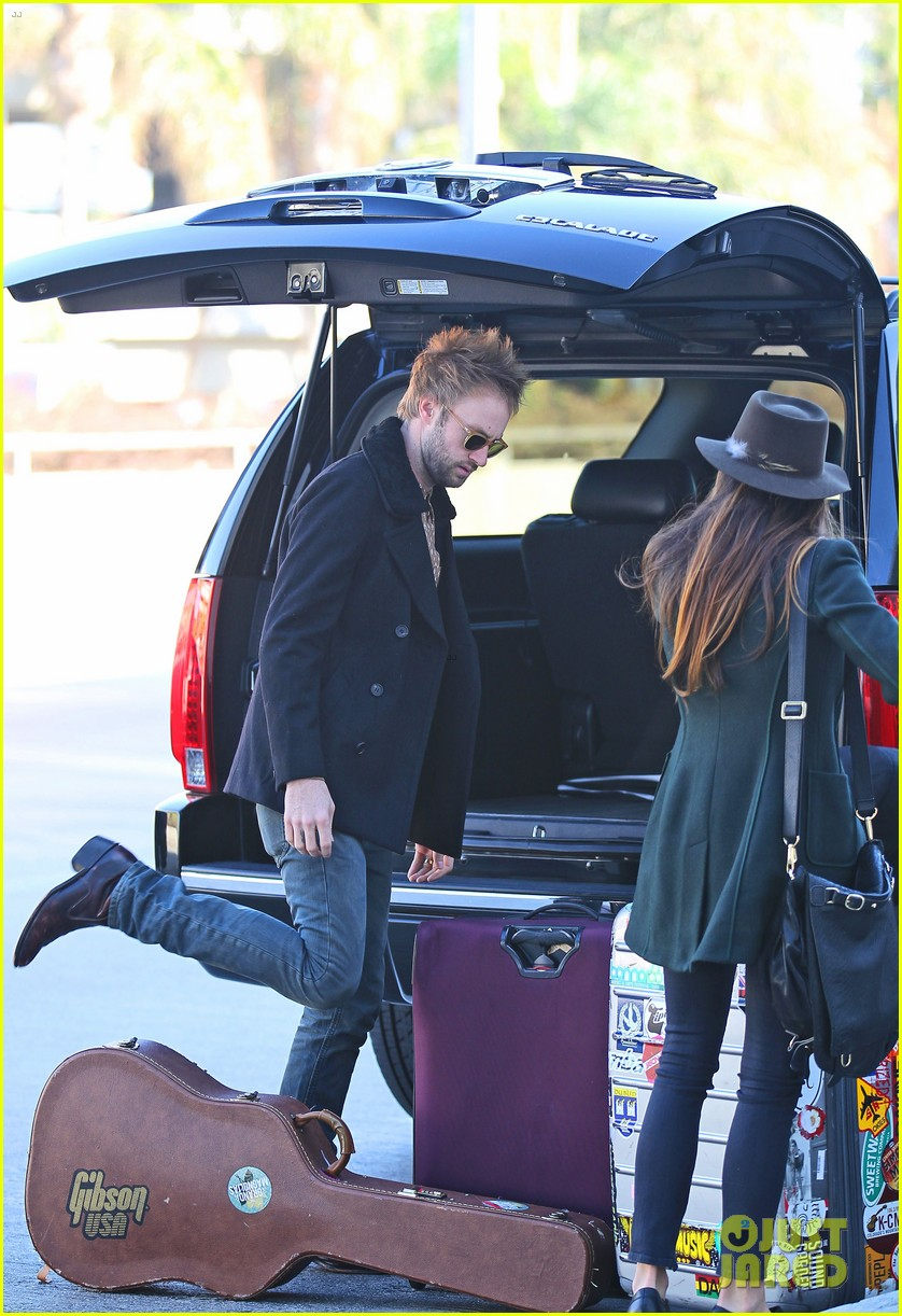 nikki reed paul mcdonald airport with pups 02