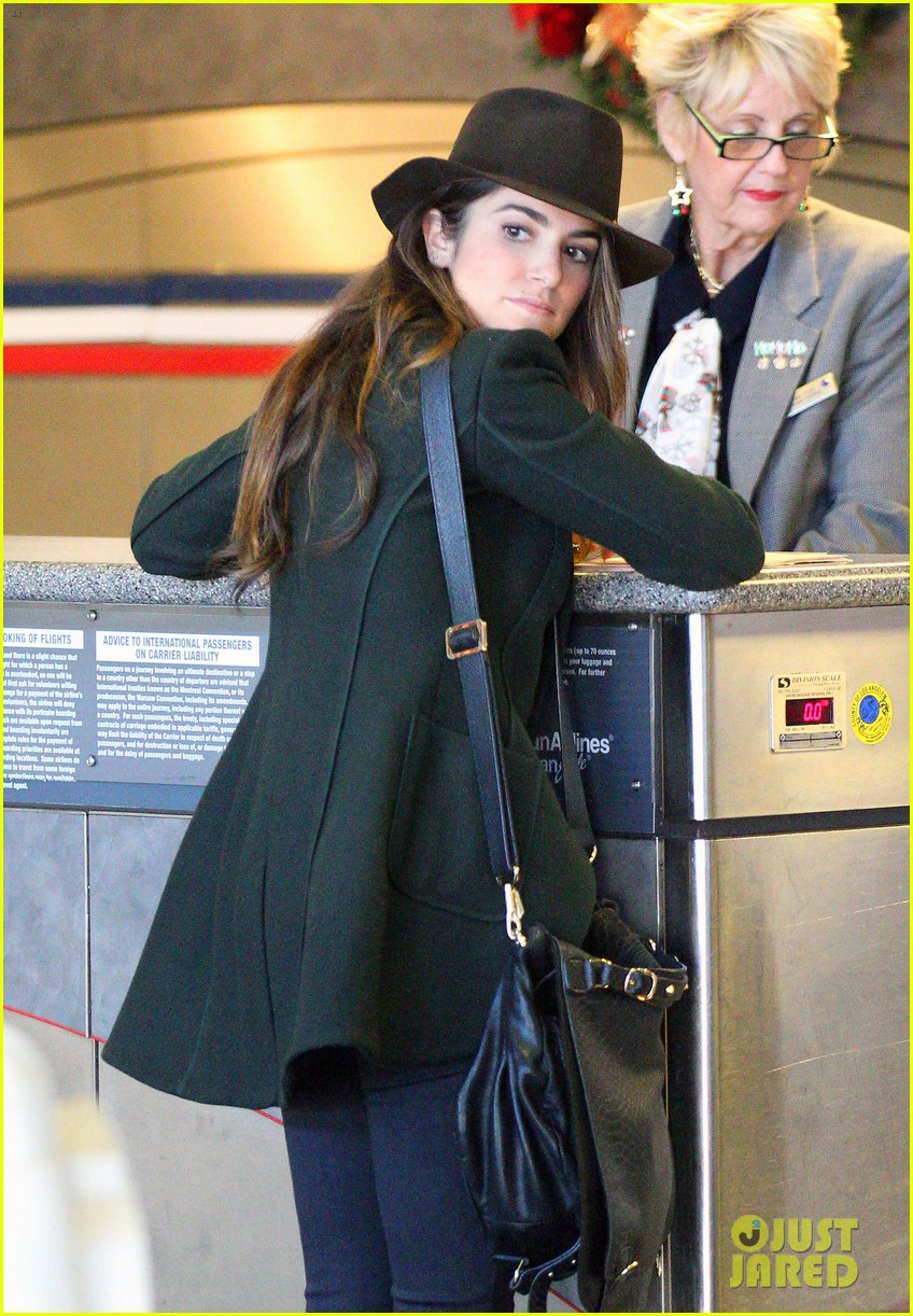 nikki reed paul mcdonald airport with pups 03
