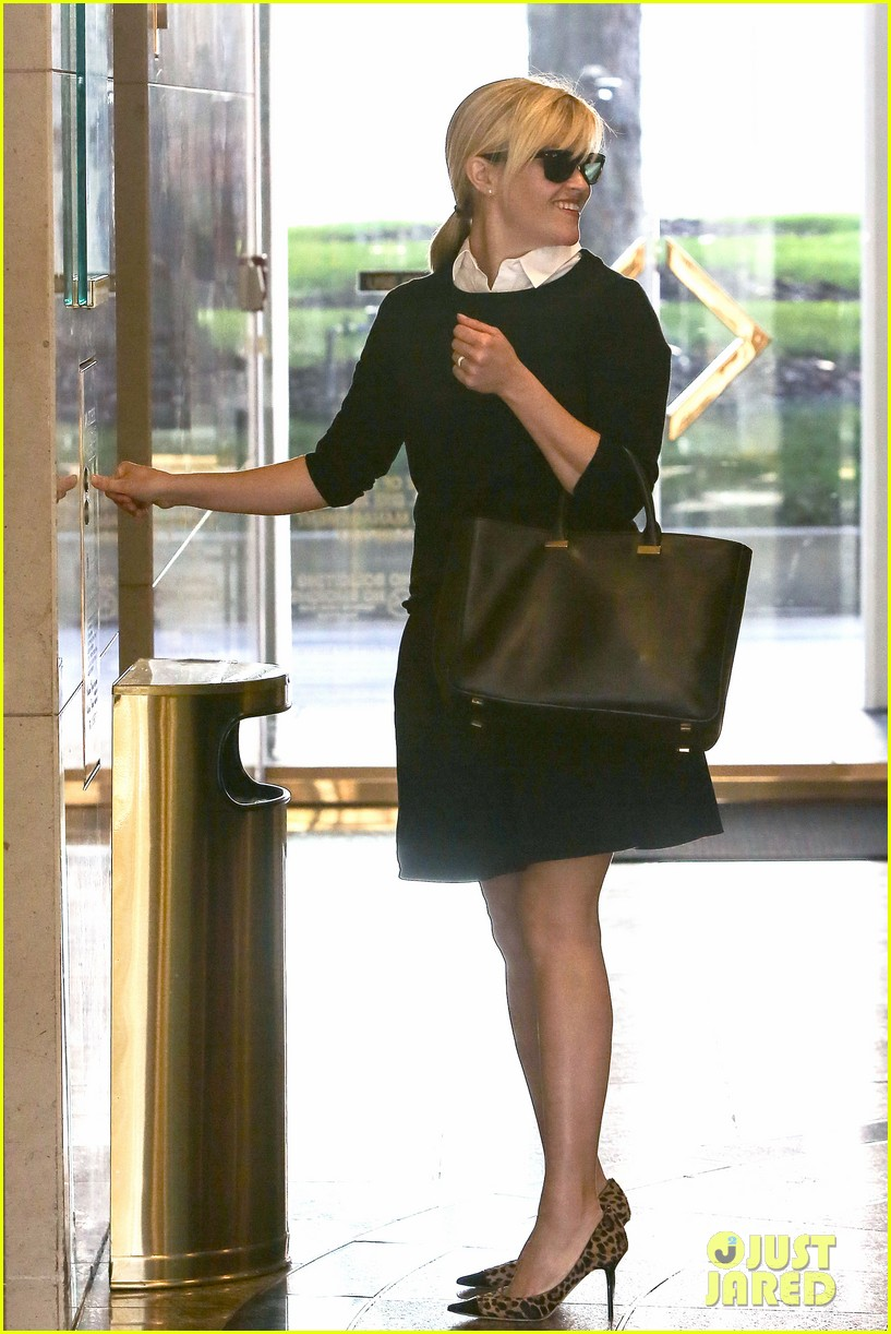 reese witherspoon im crawling back to my pre baby weight 14