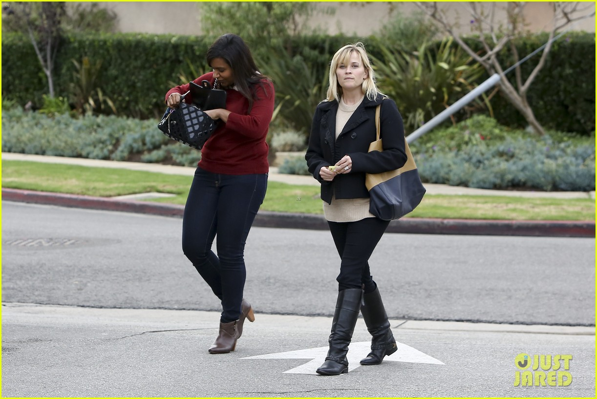 mindy kaling reese witherspoon lunch 102767426