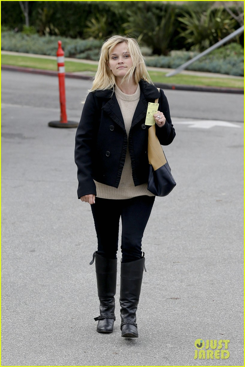 mindy kaling reese witherspoon lunch 202767436