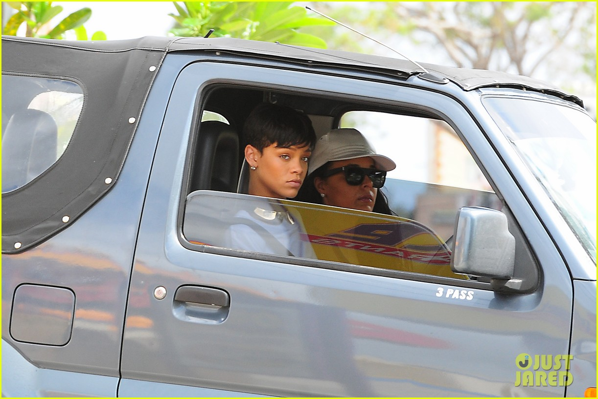 rihanna holiday shopping in barbados 14
