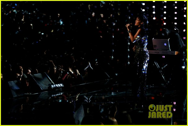 rihanna diamonds on the voice finale watch now 032778049