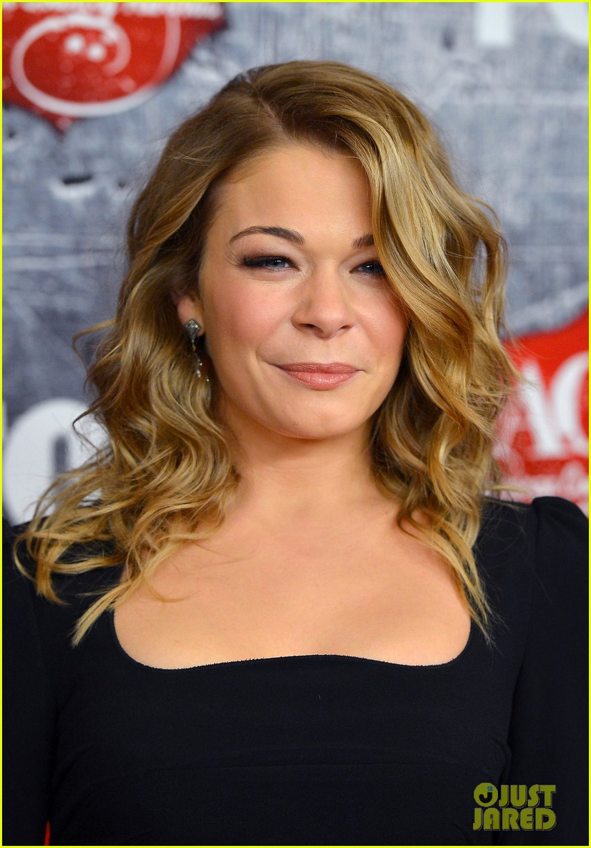leann rimes acas 2012 red carpet 08