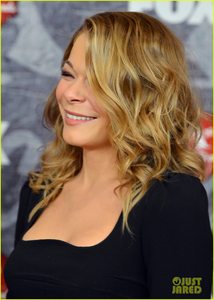 leann rimes acas 2012 red carpet 10