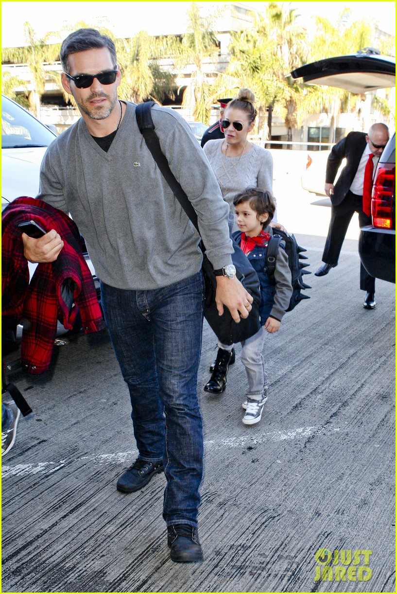 leann rimes post holiday nashville trip with the family 01