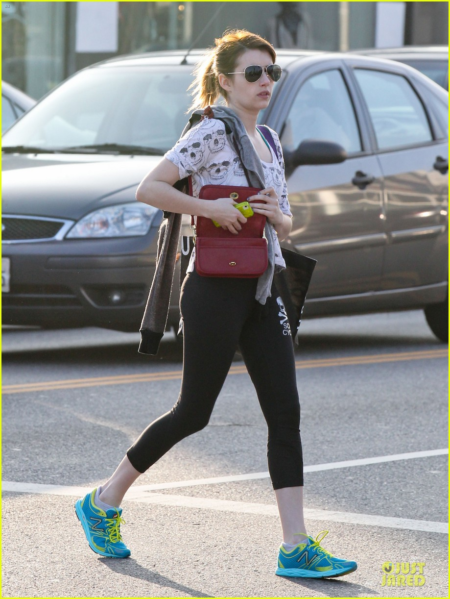 emma roberts needs xmas gift ideas 012772604