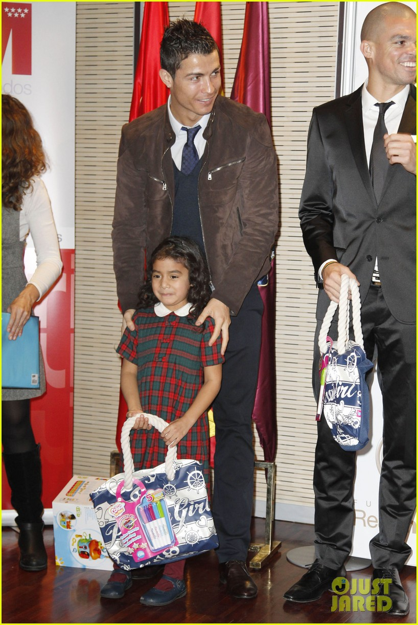 cristiano ronaldo no child without toys campaign 03