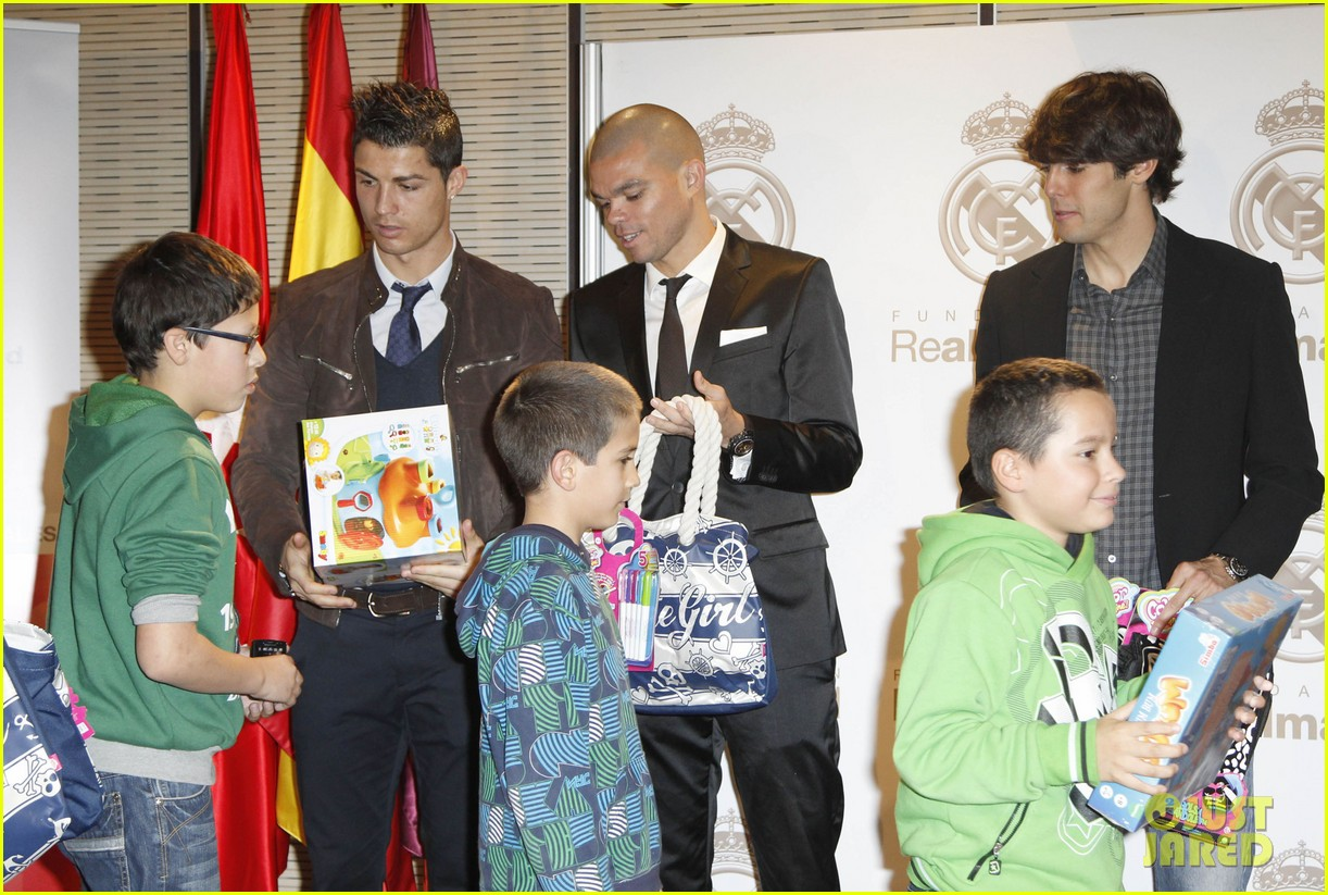 cristiano ronaldo no child without toys campaign 13