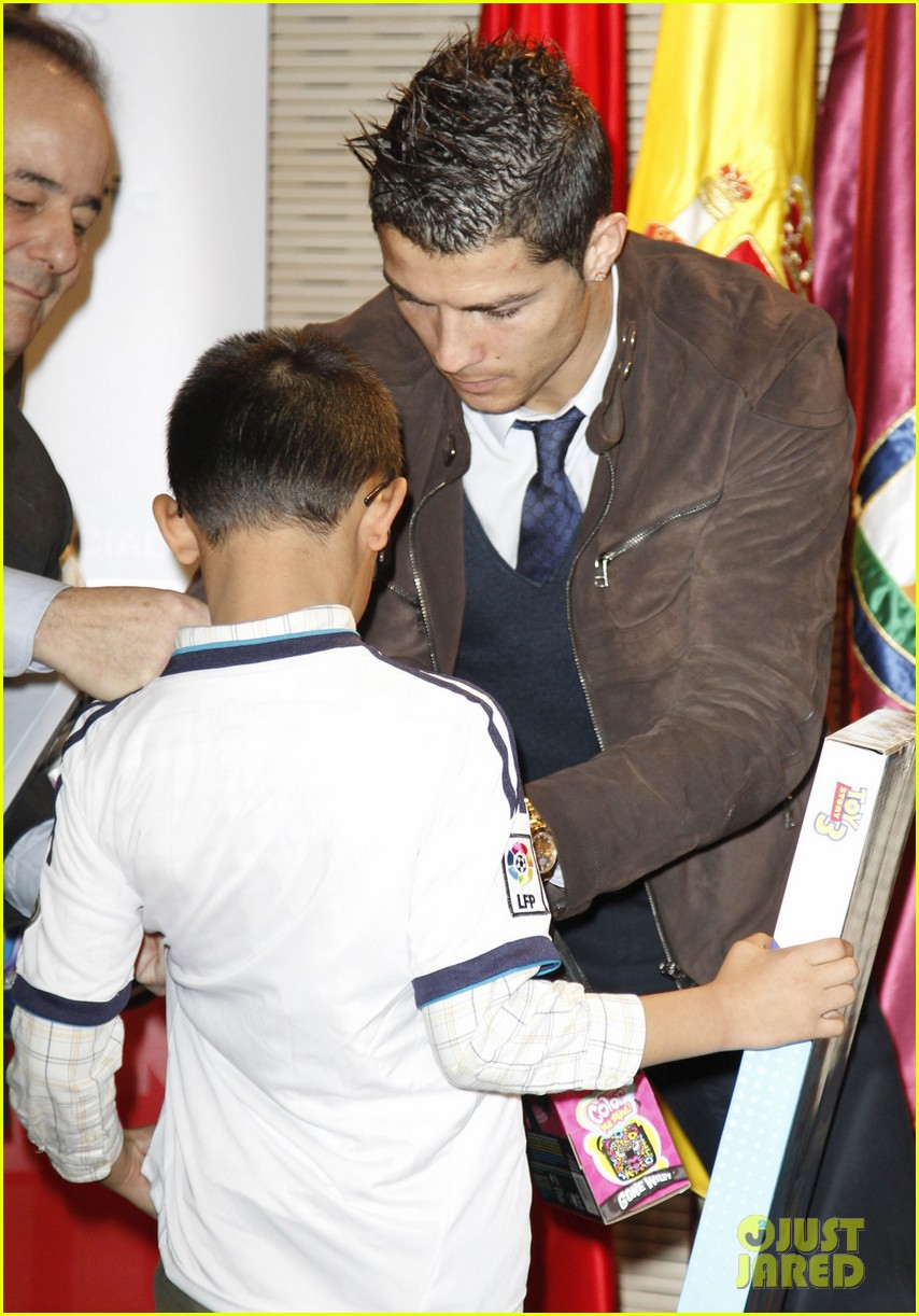 cristiano ronaldo no child without toys campaign 16