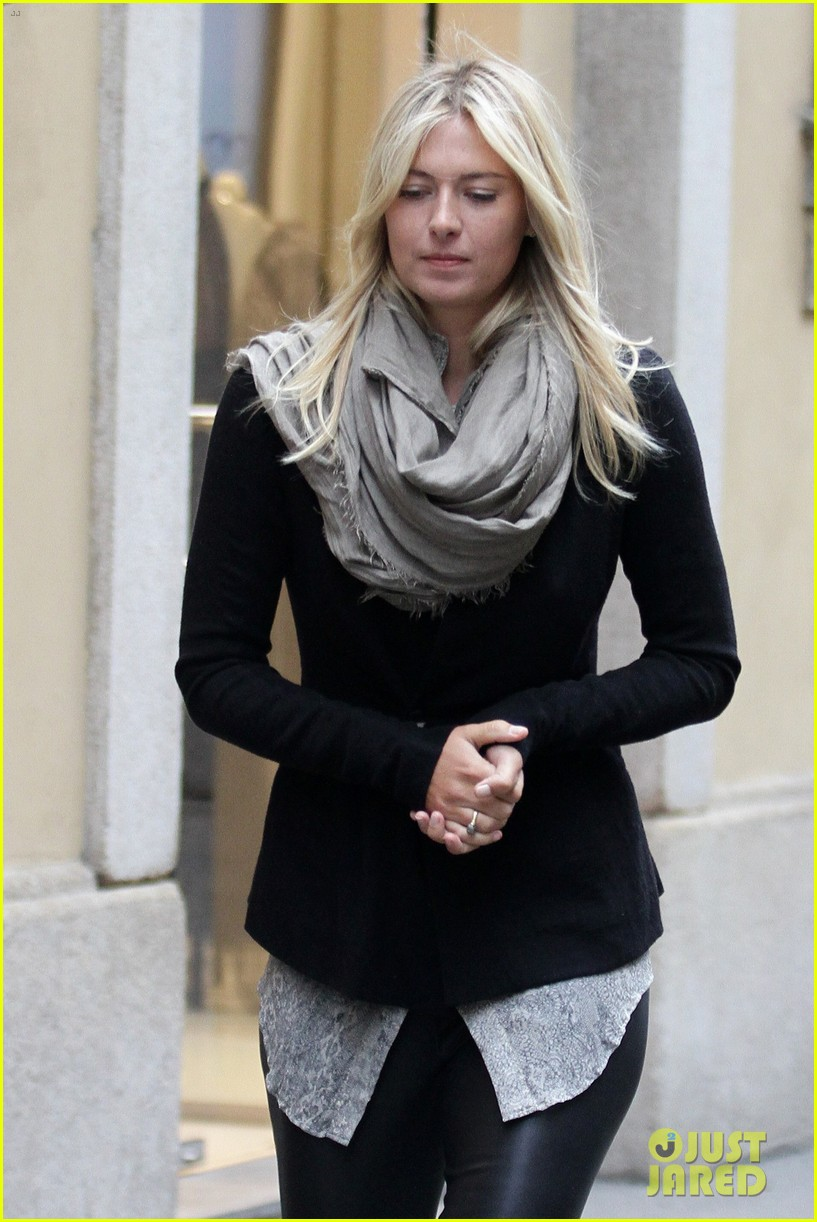 maria sharapova christmas shopping at armani milan store 02