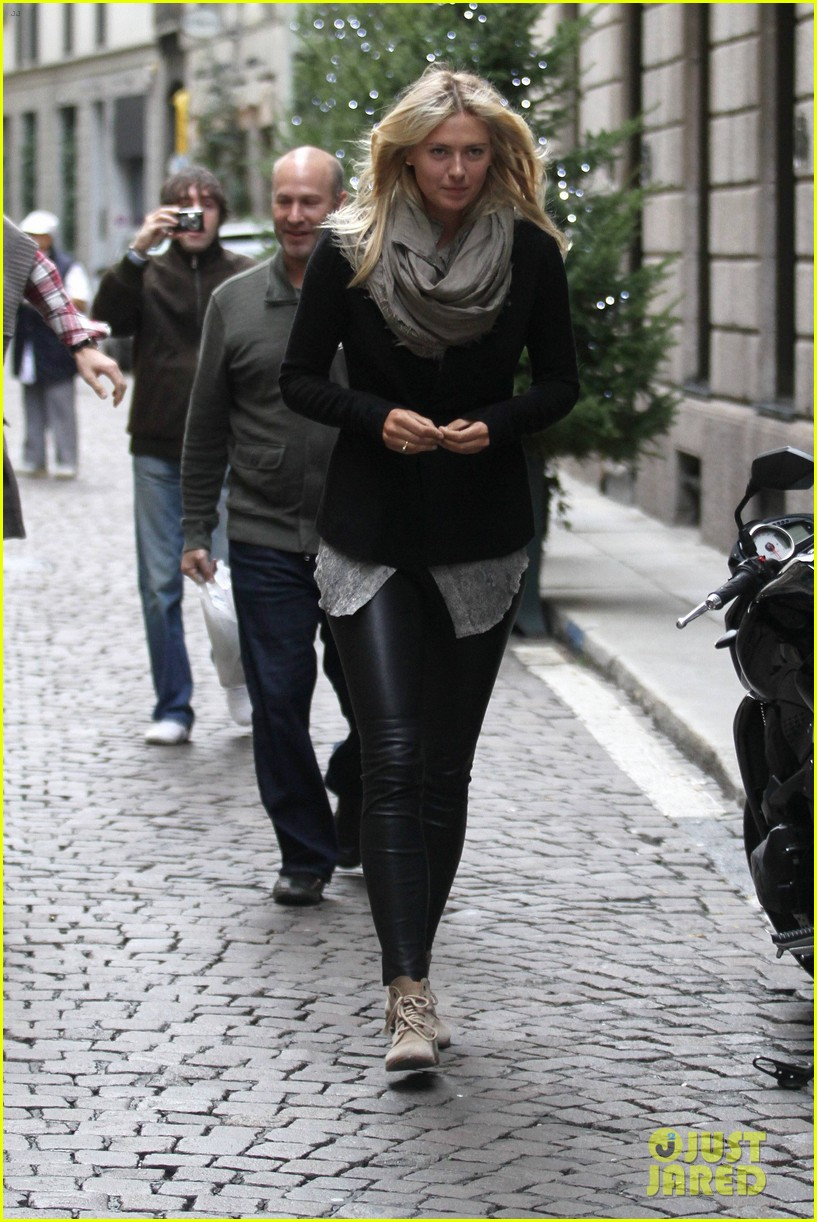 maria sharapova christmas shopping at armani milan store 15