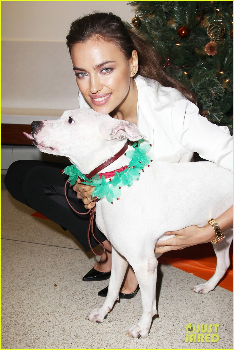 irina shayk aspca adoption center visit 022776013