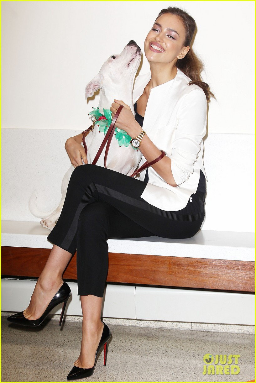 irina shayk aspca adoption center visit 05