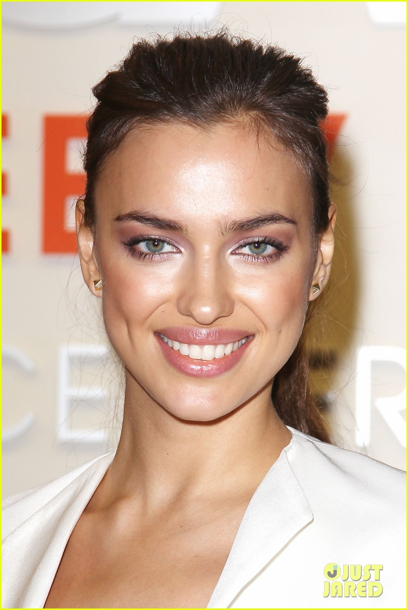 irina shayk aspca adoption center visit 16