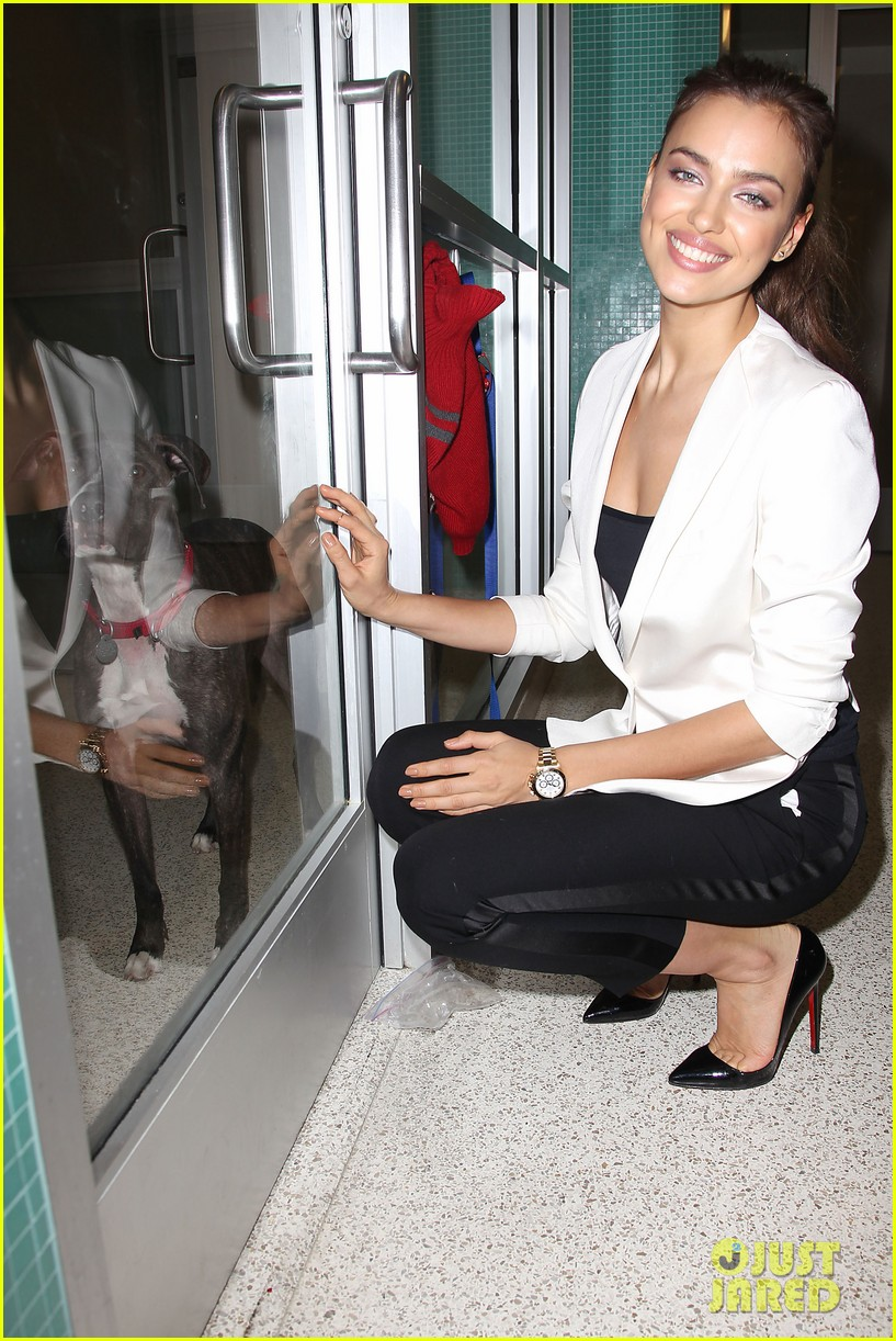 irina shayk aspca adoption center visit 17