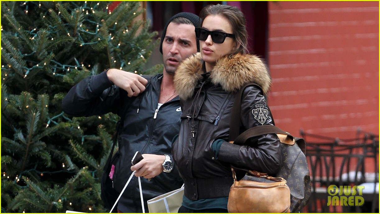 irina shayk big apple shopping with male pal 02