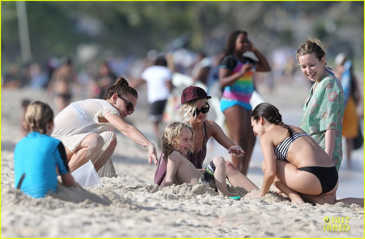 ashlee simpson beach bonding with bronx 08
