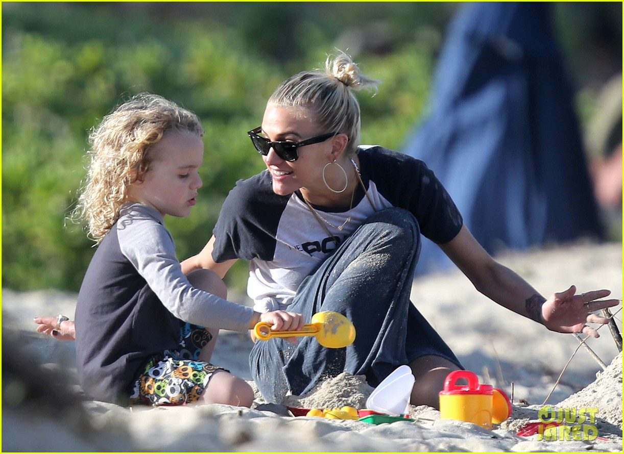 ashlee simpson beach kisses for bronx 07