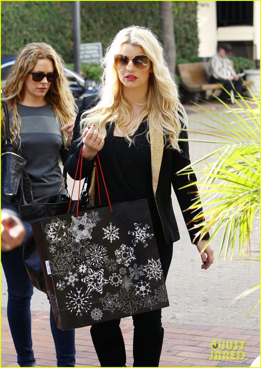 jessica simpson saks shopping spree in stilettos 02