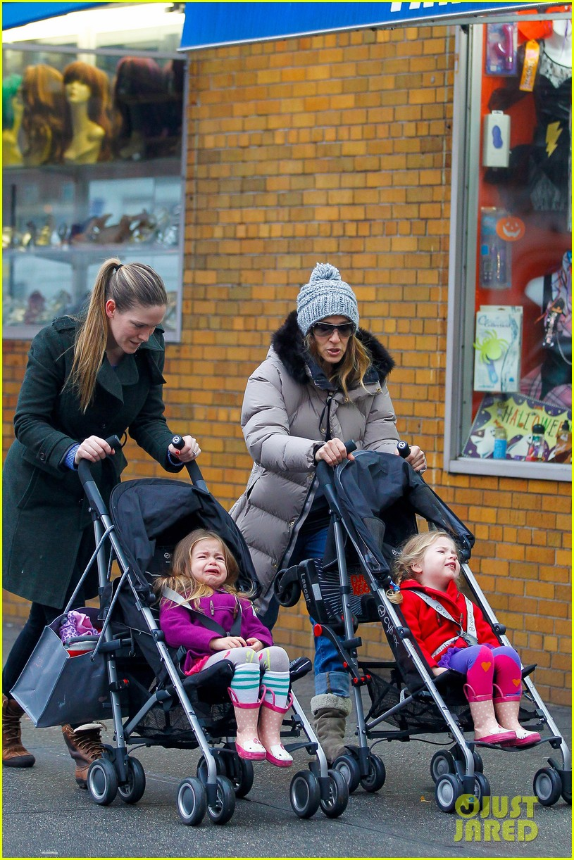 sarah jessica parker bundled up school run 062777283