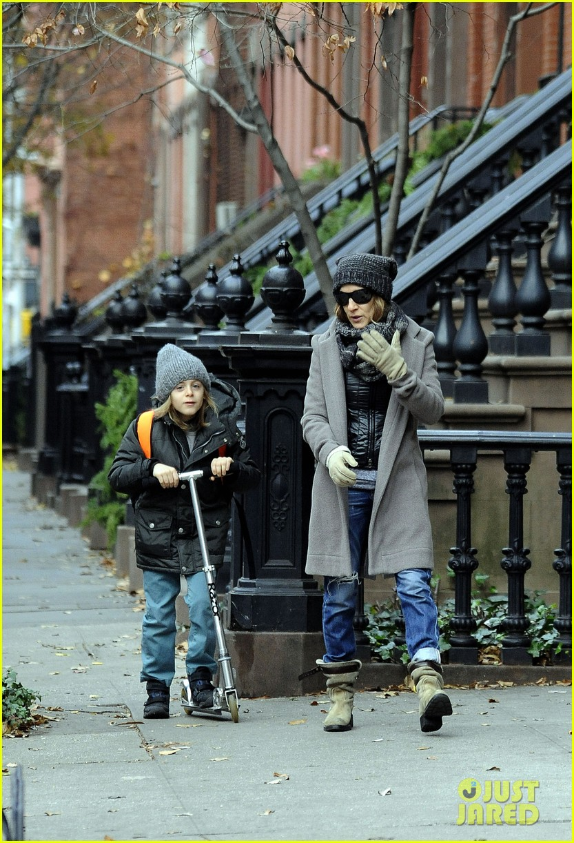 sarah jessica parker school stop with son james 04
