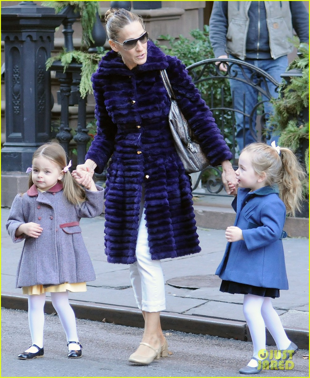 sarah jessica parker wednesday walk with the twins 14