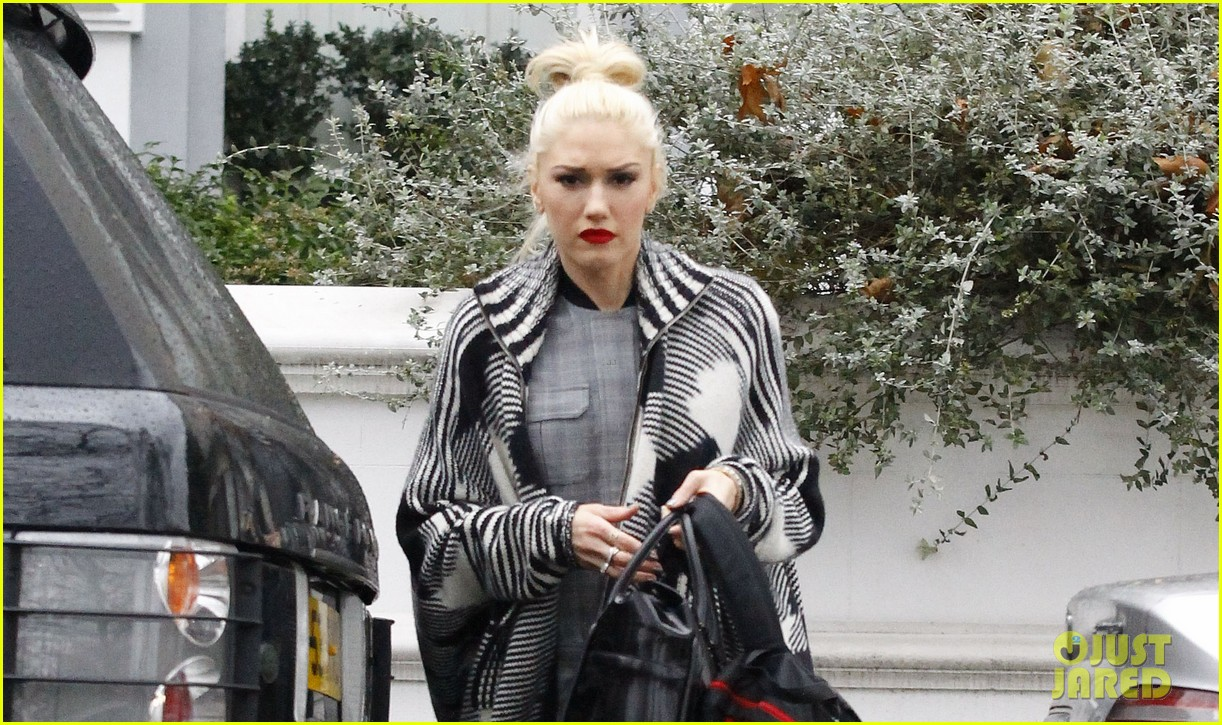 gwen stefani push shove receives discount on itunes 04