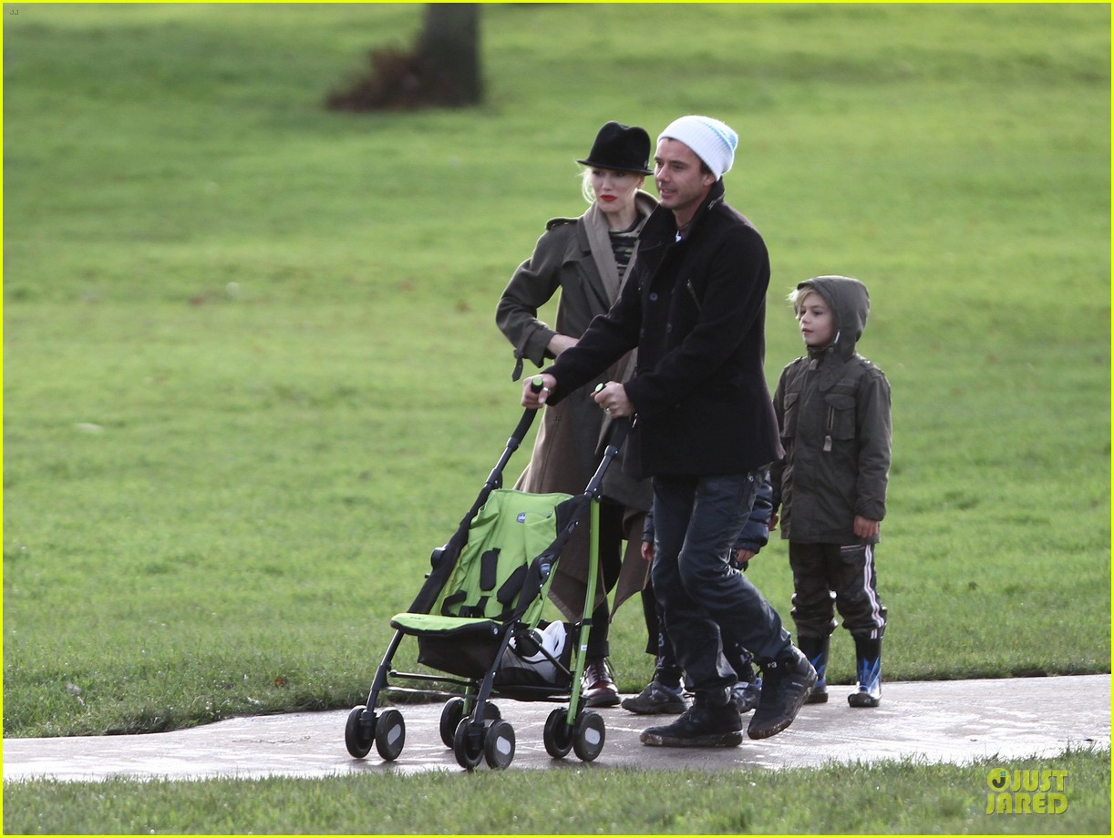 gwen stefani & gavin rossdale primrose hill park stroll with the boys 042780265