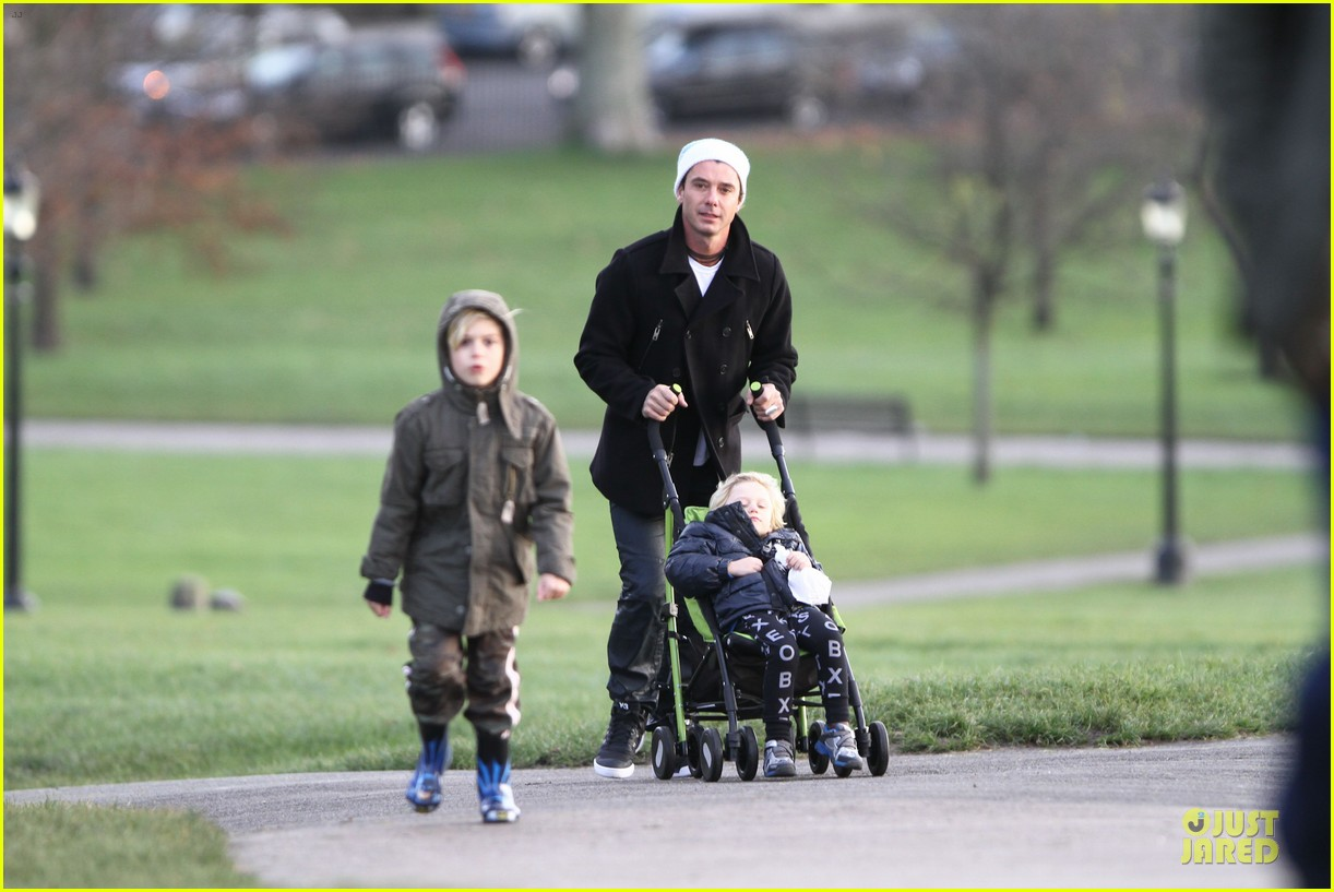 gwen stefani & gavin rossdale primrose hill park stroll with the boys 06