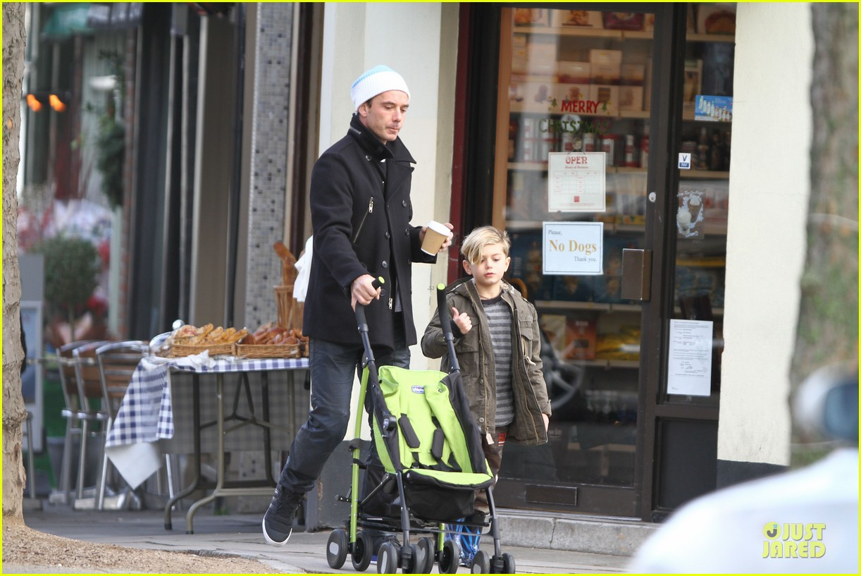 gwen stefani & gavin rossdale primrose hill park stroll with the boys 102780271